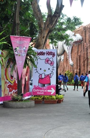 pintu masuk Hello Kitty, dekat dengan wahana Ice Age