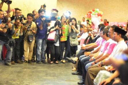 Keriuhan jurnalis (dan blogger) membidik gambar